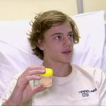 澳洲少年遭「神秘生物」攻擊 雙腿像被上千隻蚊子叮咬血流如注