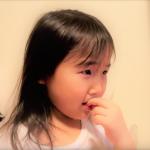 小孩常咬指甲、抓頭,講也講不聽?專家:問題可能來自家長壓力,3點檢查孩子焦慮源在哪