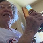 「勸我戒掉的醫生都死了!」美國百歲嬤長壽秘訣竟是每天喝3瓶可樂!但營養師說…