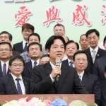 賴清德返議會致意,謝龍介搶演秘雕續集還送禮