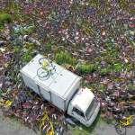 政府發愁企業心憂 你看過數萬輛單車的「共用單車墳場」