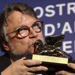 威尼斯影展》禁忌人魚戀的恐怖浪漫!墨西哥名導以《水形奇緣》拿下金獅獎