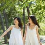 為何兩位甜美女孩,竟在網站上歡迎大家「免費使用」她們?原來背後有這樣的故事