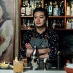 滷味、羊肉湯配青花瓷杯!他驚喜打造復古酒吧,邀你來中式客棧喝杯有故事的酒!