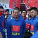 「中華民國可以存在是靠中國共產黨!」白狼張安樂率眾上街頭 揮五星旗慶中國國慶