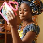 500萬剛果婦女被強姦、遭丈夫趕出家門後,她們照鏡子描繪陰道,試圖找回自己的身體…