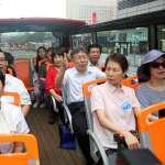 鼓勵銀髮族出遊 柯文哲搭雙層觀光巴士導覽台北