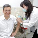 快去接種流感疫苗吧!陳建仁帶頭 呼籲「接種就是最好的預防」