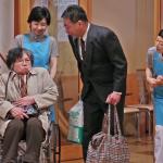 日本政府這樣彌補長照人力短缺問題!陪老人的任務,不再是看護或親友,而是他…