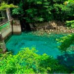 東京出發,當天就能來回的祕境!日本社群網站瘋傳的湧津藍湖,秋天也是賞楓絕景