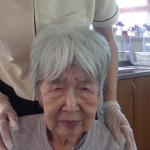 83歲老阿嬤舌頭破2個月還不好,竟是「假牙」惹的禍!醫師:再慢一點可能變舌癌!