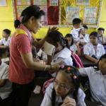 「老師慘到向同學兜售零食賺外快」菲律賓教師普遍債台高築