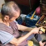 全台僅存的87歲手工「冰杓」阿伯!日治戰火下撿子彈當工具,一甲子堅持做最棒銅器