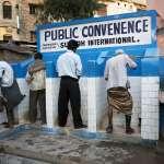 半數國民無廁所可用,連官員也在路邊小便!印度隨地「解放」陋習有救嗎?