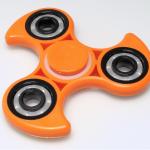「指尖陀螺不適合年齡太小的孩子」美國玩具安全報告:對大腦發育有負面影響