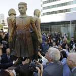 藝術就是力量》三個少女手牽手的雕像 掀動日本最不願回顧的一頁歷史