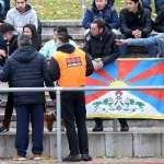 強國玻璃心》一面旗幟就可以擋下中國的一支足球隊