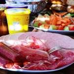 火腿、香腸等加工肉怎麼挑才安全?食品專家道出真相:顏色越紅越危險,這樣吃還會死更快