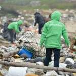 「綠色和平」澎湖淨灘 1萬寶特瓶、3噸重垃圾散落沙灘