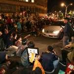 「這次不抗爭到底,下次哪有機會?」勞團宣告萬人大遊行解散 民眾堅持佔領馬路到底