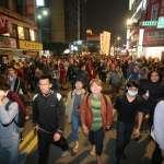 狂奔一整夜!反修勞基法大遊行不解散 民眾和警察打游擊、佔領道路喊口號