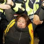 勞團北車臥軌癱瘓第三月台,警方強制驅離發生衝突