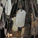 美軍必備的金屬小牌有啥用?必要時可救命、死前含嘴裡能保尊嚴,你可千萬別小看它!