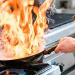 熱炒店師傅為什麼要讓鍋子「噴火」?這才不是特技表演,其實背後有這個秘密...