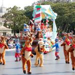 穿玩偶裝穿出職業傷害、中暑倒地還不能拿下頭套…迪士尼「夢幻樂園」背後的血淚