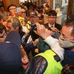 闖入美麗華百貨要董座黃世杰「踹共」美麗華工會與保全人員爆推擠衝突