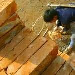 中國惡老闆沒錢發薪 竟拿29萬塊磚頭抵薪水 可憐員工連過年車票都籌不到