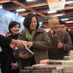貓奴總統逛台北書展 看到「黃阿瑪」出書樂開懷