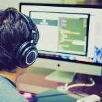 「父母教育觀」比學校更重要!他小學時愛上電腦、爸媽「這樣處理」,教出台灣駭客推手