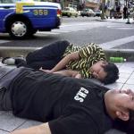 別把沖繩當天堂!醉漢、黑幫…攝影師拍下當地真實日常,張張相片犀利戳破所有人的幻想