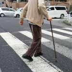 為什麼老人容易跌倒?學者分析200件影像紀錄,發現重大原因…