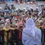 未婚情侶公開場合調情很嚴重?印尼亞齊鞭刑伺候!上千群眾到場圍觀