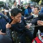 反軍改爆衝突 霹靂小組員警遭抗議群眾毆打