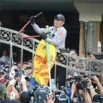 反年改「街頭大亂鬥」廝殺 30警員、11記者受傷濺血