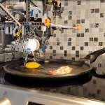 有片》太狂啦!外國神人用樂高打造「全自動早餐機」孝親,打蛋、煎蛋、調味一機搞定!