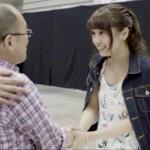 他不惜賣掉房產,只為「買票」投給心愛的女孩!一部紀錄片,揭密日本偶像產業超強吸金術