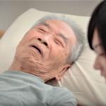 解尿困難的阿公,隔天卻從病房跳樓!實習醫師的震撼教育:很多病人被他與醫師間的關係殺死