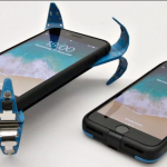 手殘救星啊!德學生發明「手機安全氣囊」,測到墜落秒彈出「爪子」,螢幕再也不怕碎!