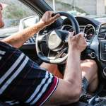 高齡駕駛真的比較危險嗎?日本研究發現:老人開車在「這情況下」容易發怒失控