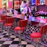 為何餐廳把椅子換成「酒吧高腳椅」,利潤馬上暴增50%?內行人公開餐廳的「經營眉角」...