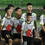 泰國奇蹟足球隊出院 少年們感謝各界協助,考慮出家向喪生前海豹隊員致敬