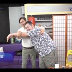 姚文智學著點?陳其邁應網友要求示範「正確的抱貓姿勢」
