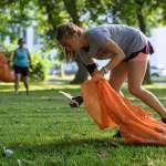 風靡全球的最潮運動plogging竟是「跑步+撿垃圾」?健身效果意外好,能美腿、順便救市容