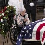 白髮人送白髮人》華府馬侃追思儀式 106歲老母親強忍悲傷出席