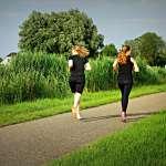 跑完步要如何補營養?該喝運動飲料嗎?醫師破解2大「健身迷思」