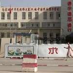 新疆「再教育營」內部影像首次曝光!世界維吾爾代表大會:中國忙著轉移維吾爾人,試圖掩蓋關押少數民族惡行
